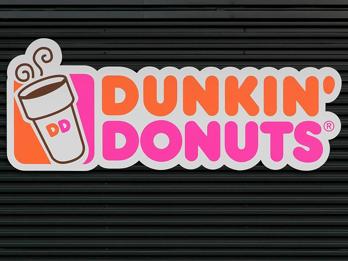 Une résidente du Queens a poursuivi Dunkin' Donuts après avoir découvert que le contenu de son sandwich Steak Angus & œuf n'était qu'une vulgaire galette de bœuf ordinaire.