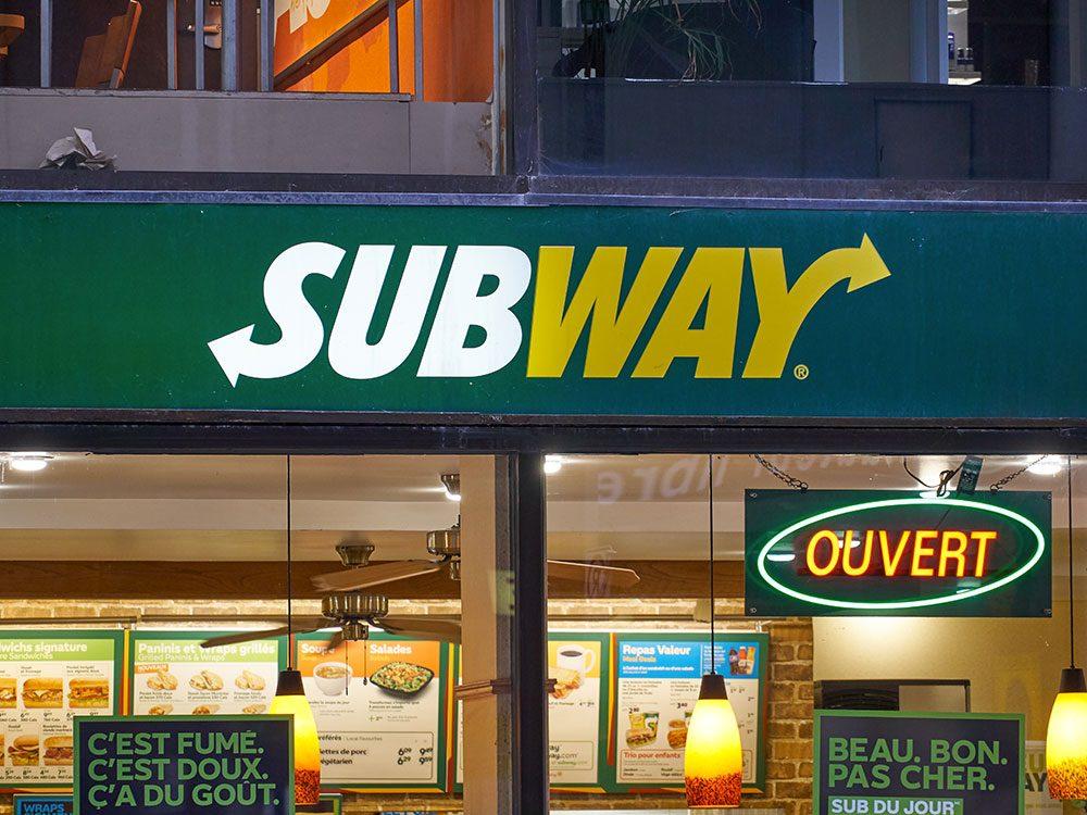Une poursuite contre Subway a été intentée pour une question de taille.