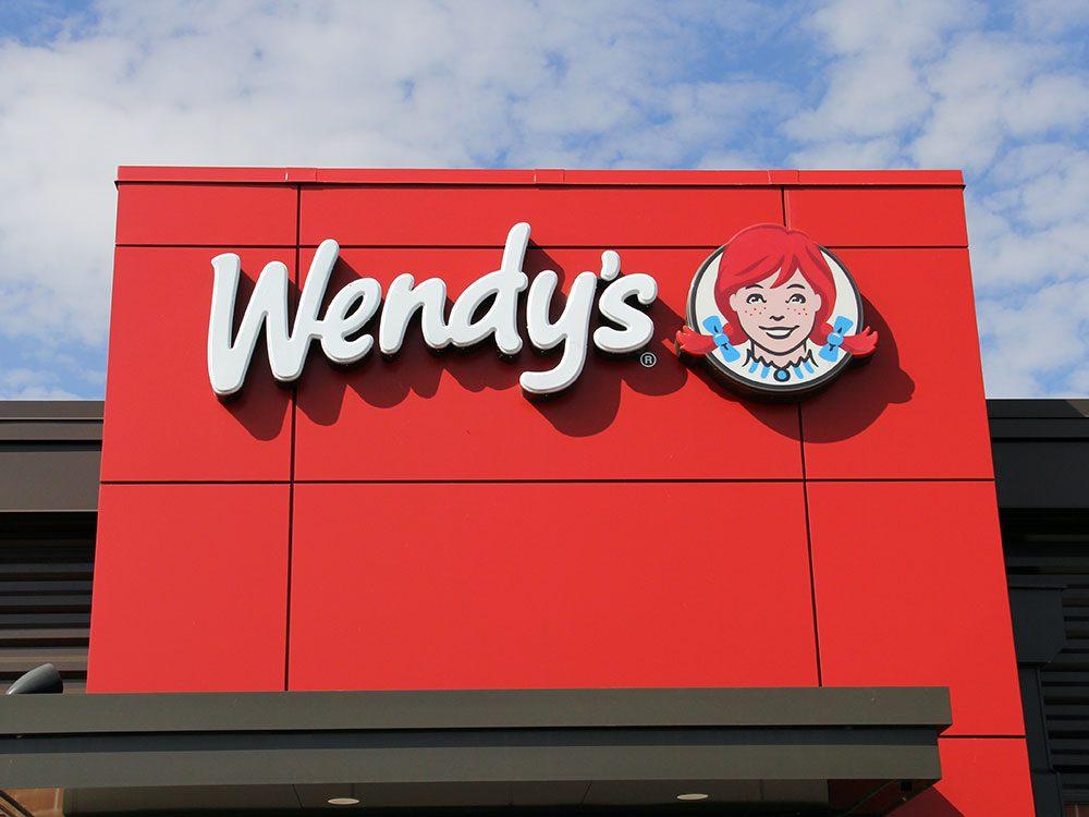 Une femme a poursuivi Wendy's après avoir trouvé un bout de doigt humain dans son bol de chili.