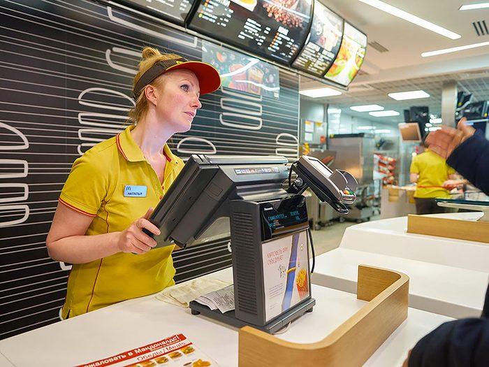 Dans un restaurant rapide comme McDo, le choix le plus économique est de commander le «McValeur».