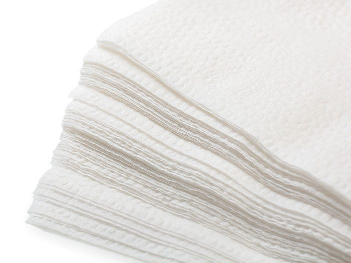 Certains clients de restauration rapide estime avoir le droit de prendre trois poignées de serviettes en papier ou remplissez votre sac à main de sachets de ketchup.