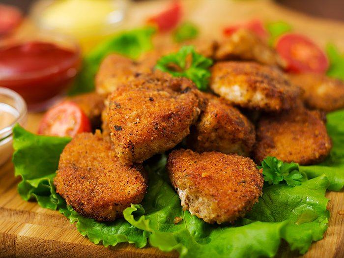 En restauration rapide, les salades aux croquettes de poulet sont aussi très caloriques.