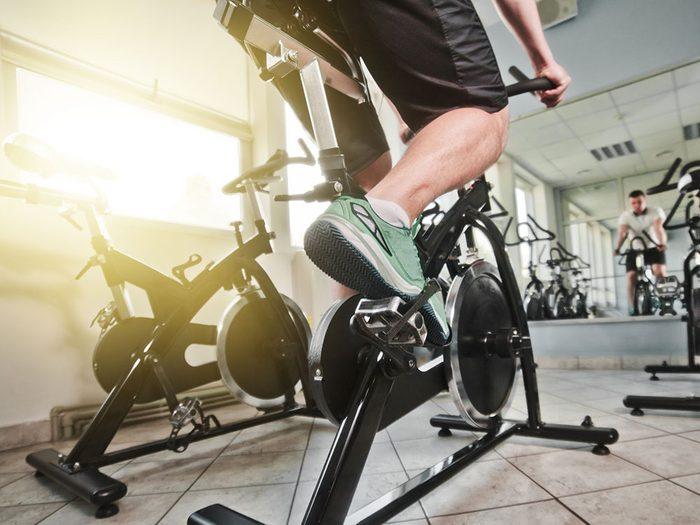 Les hommes obèses ou en surpoids faisaient du sport à jeun ont montré un meilleur index insulinique après l'entraînement.