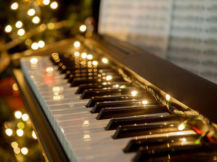 Faites jouer vos chants de Noël préférés pour gérer votre stress.
