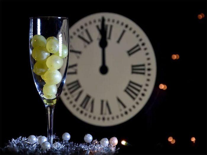 Temps des fêtes: en Espagne, une tradition du Nouvel An pour la bonne chance durant l'année tourne autour des raisins.
