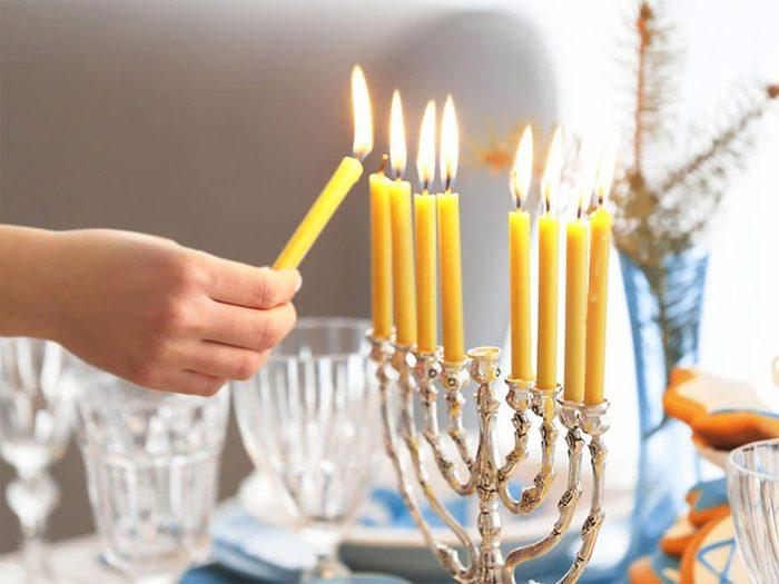 Temps des fêtes: il y a effectivement des similitudes entre Hanoukka et Noël.