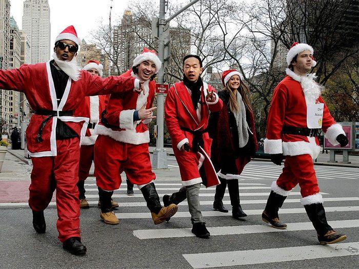 Temps des fêtes: SantaCon est une tournée des bars annuelle.