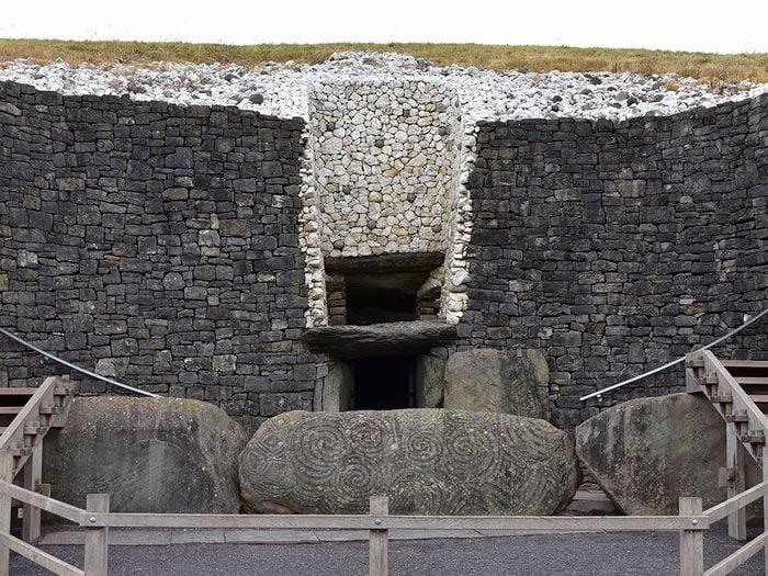 Newgrange est l'un des plus vieux bâtiments du monde.