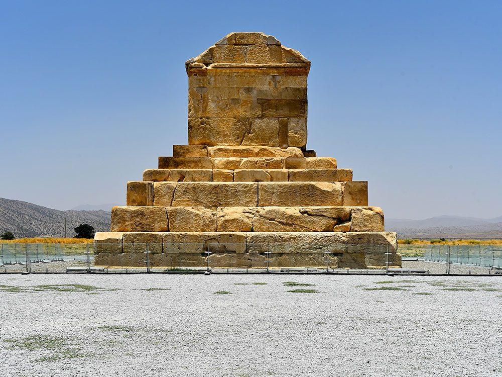 Le mausolée de Cyrus est l'un des plus vieux bâtiments du monde.