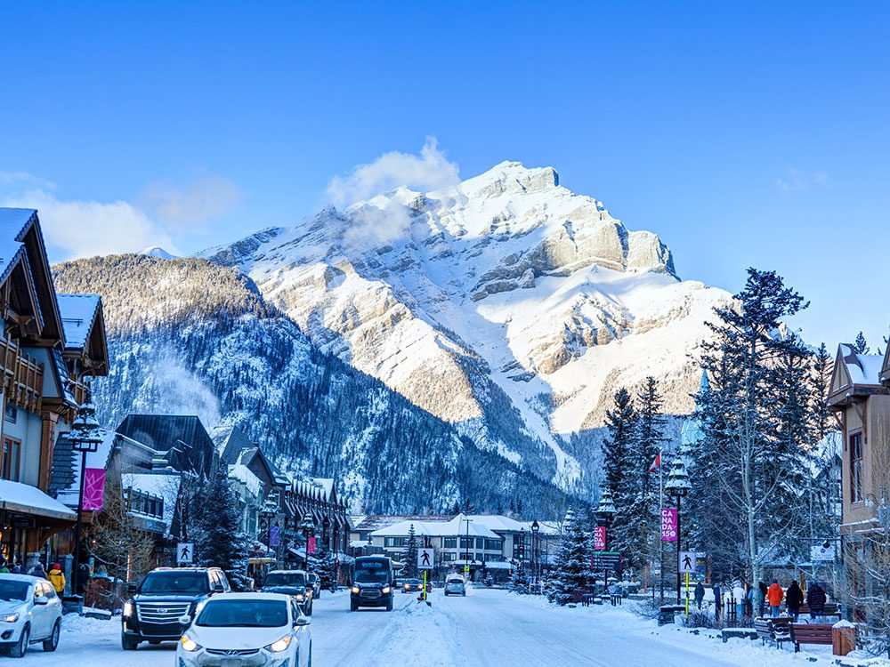 Banff au Canada est l'une des 13 villes dans le monde qui sont magnifiques sous la neige.
