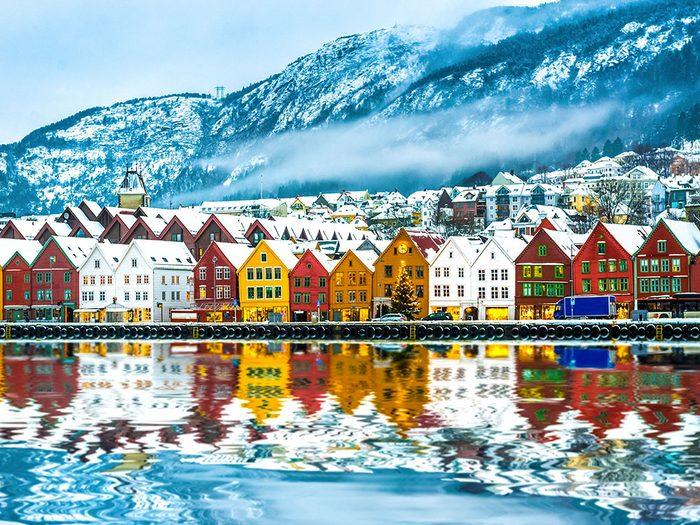 Bergen en Norvège est l'une des 13 villes dans le monde qui sont magnifiques sous la neige.