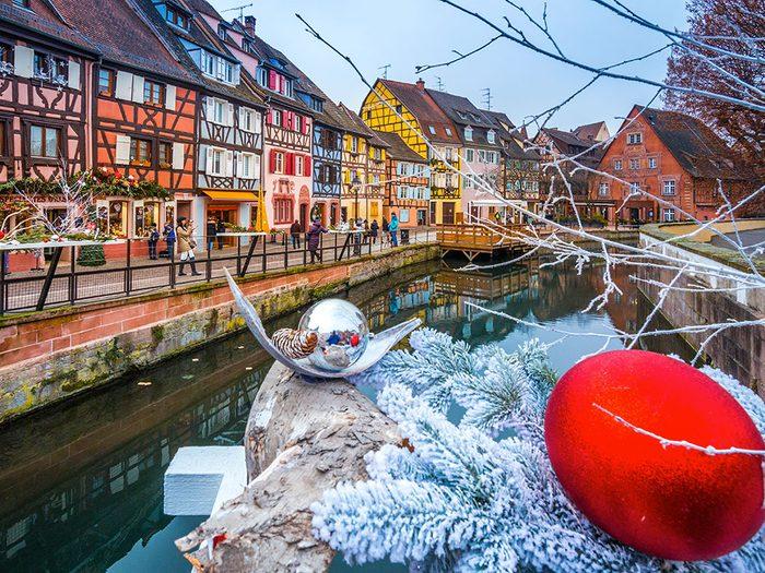 Colmar en France est l'une des 13 villes dans le monde qui sont magnifiques sous la neige.