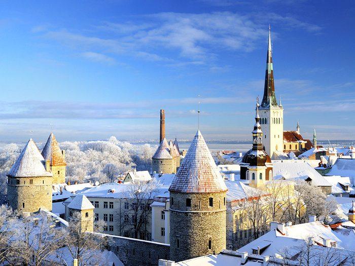 Tallinn en Estonie est l'une des 13 villes dans le monde qui sont magnifiques sous la neige.