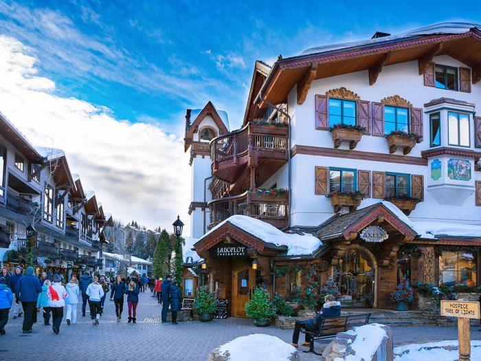 Vail dans le Colorado est l'une des 13 villes dans le monde qui sont magnifiques sous la neige.