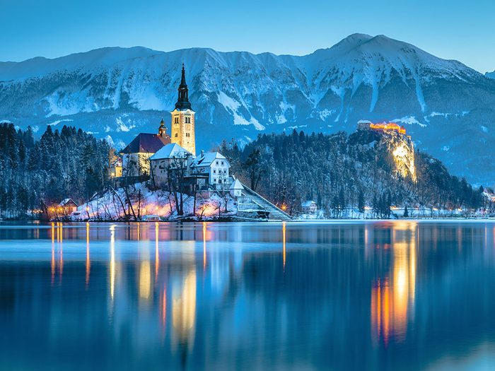 Bled en Slovénie est l'une des 13 villes dans le monde qui sont magnifiques sous la neige.