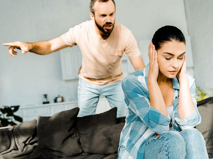 Crier est une forme de violence conjugale.