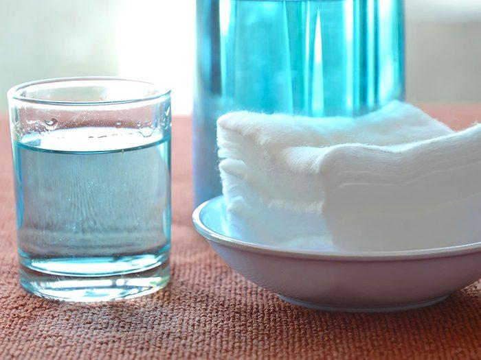 Le peroxyde d'hydrogène est un remède contre la gingivite.