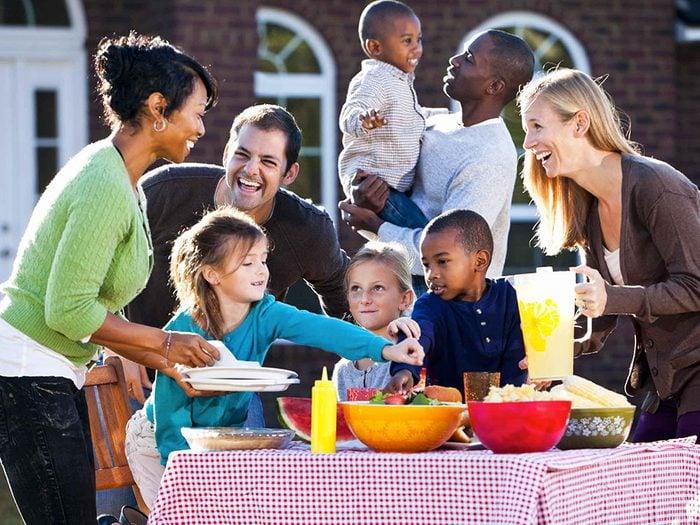 Prenez part à des activités dans votre quartier pour assurer un bon voisinage.