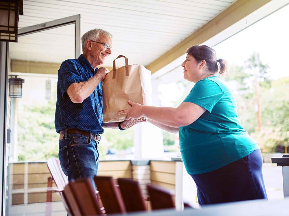 Aidez en priorité ceux qui en ont besoin pour assurer un bon voisinage.
