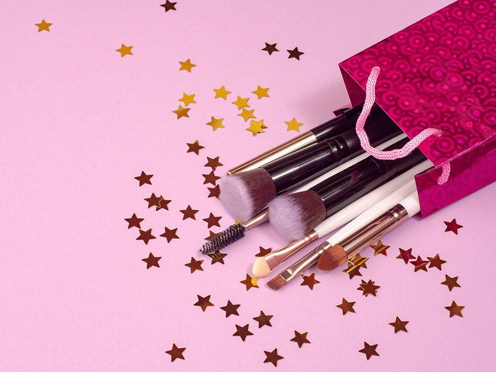 Offrez un ensemble de pinceaux à maquillage comme cadeau de dernière minute!