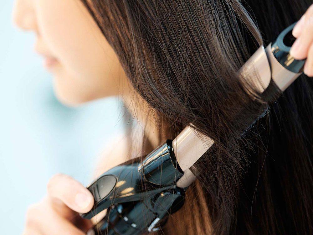 Vous êtes accro aux accessoires chauffants et cela rend vos cheveux fourchus plus facilement.