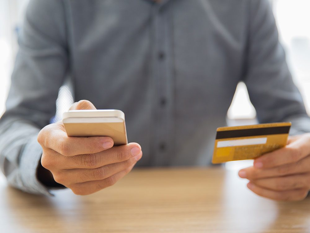 Les recommandations publicitaires ciblées sont utilisées par les commerces en ligne.