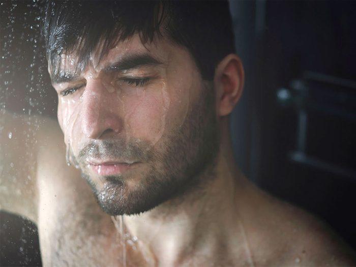 Unedouche quotidienne rend votre peau sujette aux démangeaisons, aux rougeurs et à la sécheresse.