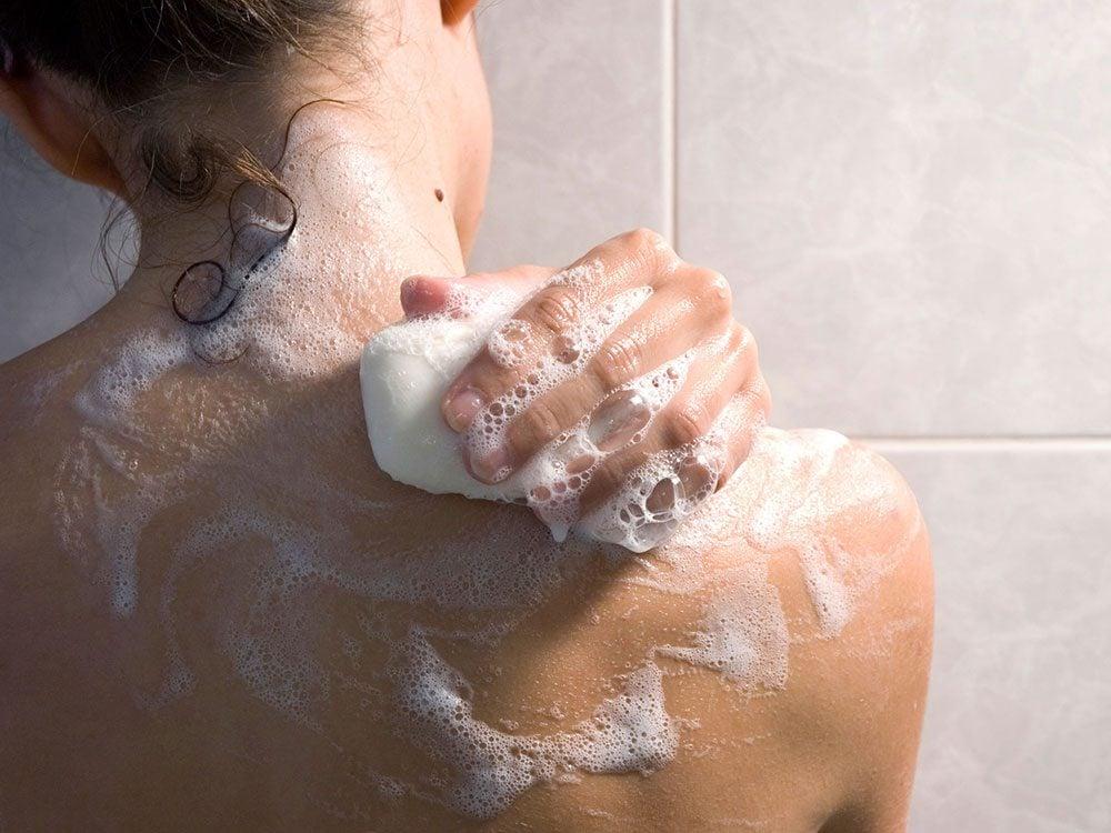 Douche: vous n'avez besoin de laver que certaines parties de votre corps.