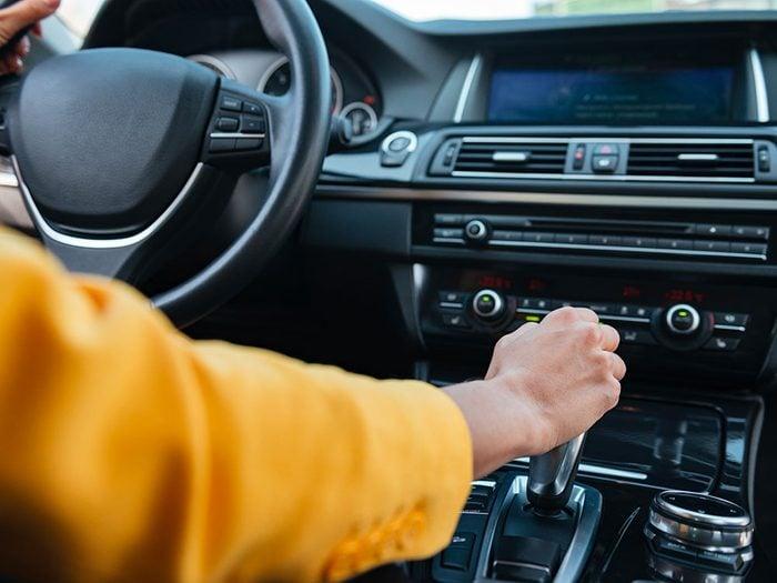 Entretien automobile: ne pas changer de vitesse brusquement.