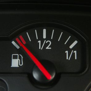 Entretien automobile: ne pas rouler presque jusqu'à tomber en panne d'essence.