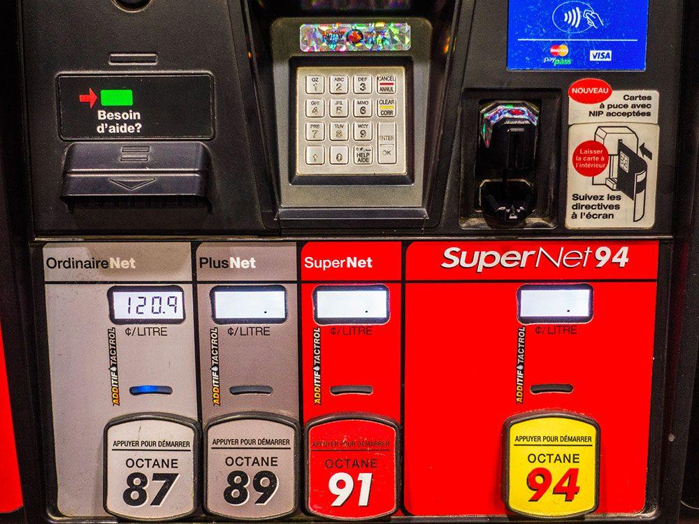 Entretien automobile: mettre de l'essence contenant le mauvais indice d'octane.