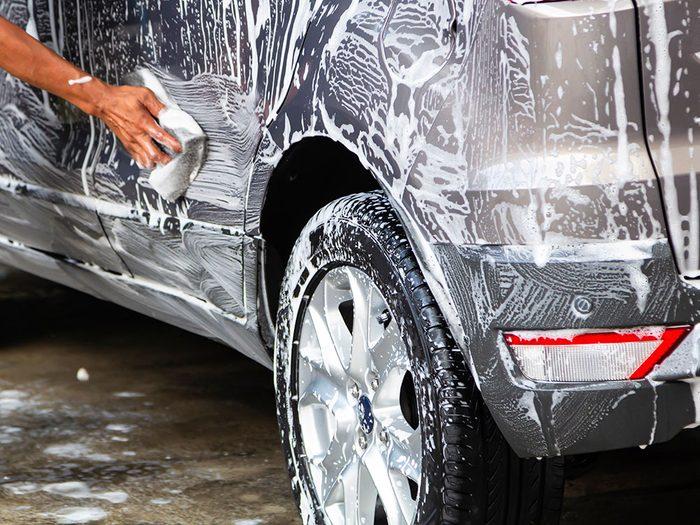Entretien automobile: négliger de nettoyer.