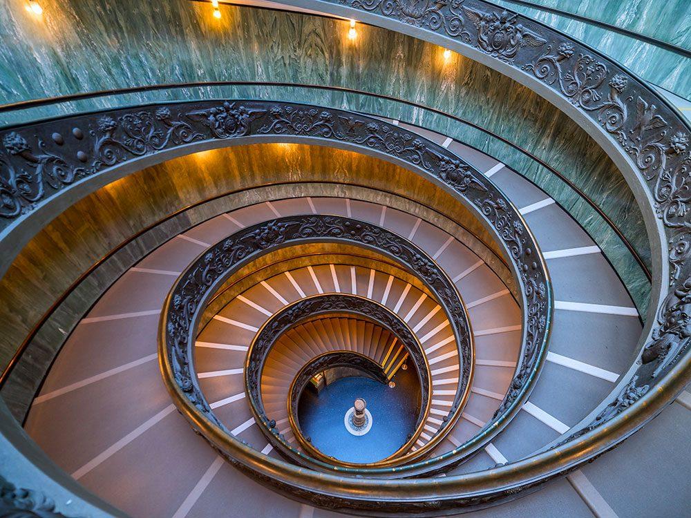 L'escalier vertigineux à double hélice, où on ne se croise jamais, fait le bonheur des visiteurs du musée du Vatican.