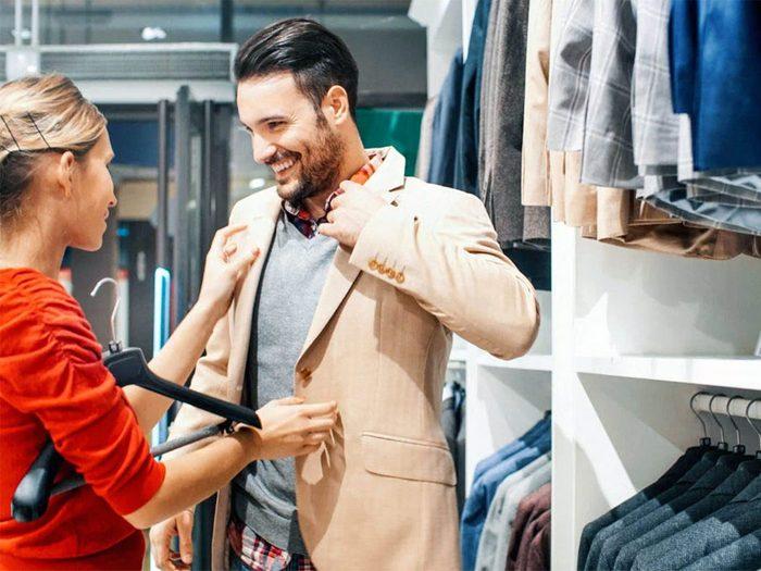 Magasinage: pour vous faire dépenser davantage, les vendeursimitent votre langage corporel.