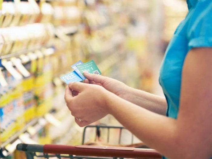 Magasinage: pour vous faire dépenser davantage, lesmagasinsvous attirent avec de faux coupons.