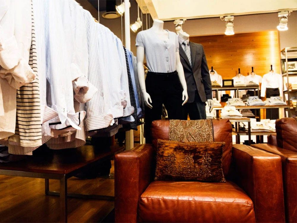 Magasinage: les fauteuils des magasins vous tendent les bras.