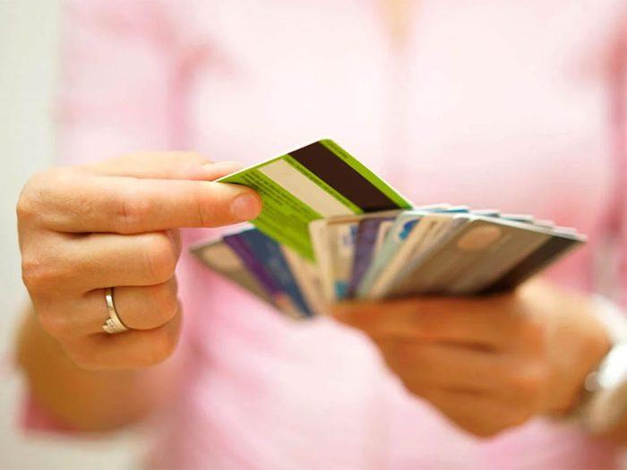 Magasinage: les détaillants vous appâtent avec des cartes de fidélité.