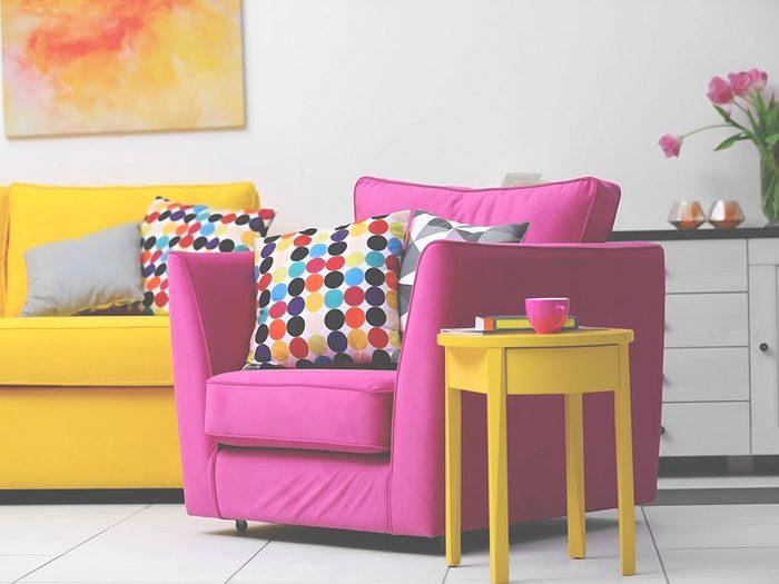Ajoutez des accessoires colorés pour avoir une maison lumineuse cet hiver.