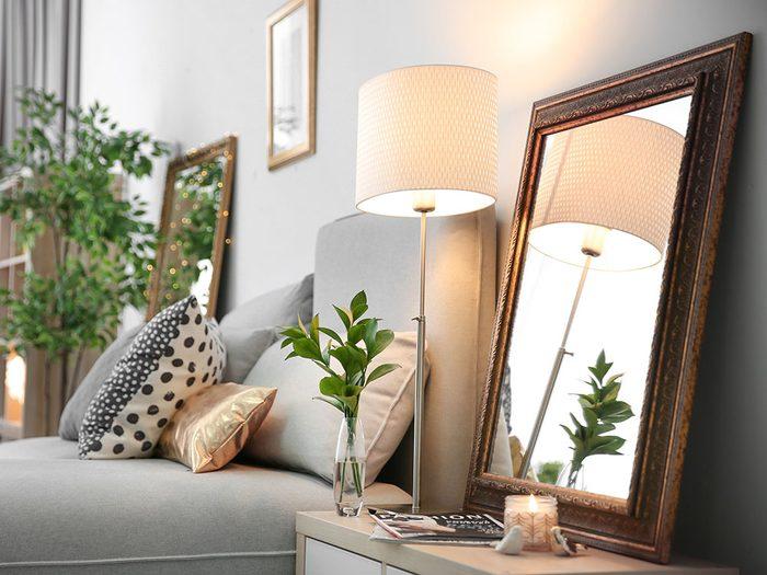 Utilisez des miroirs pour rendre votre maison lumineuse en hiver.