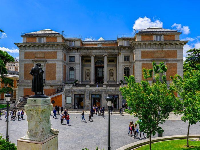 En 2016, Clara Peeters est devenue la première femme peintre à être exposée en solo au Musée du Prado.