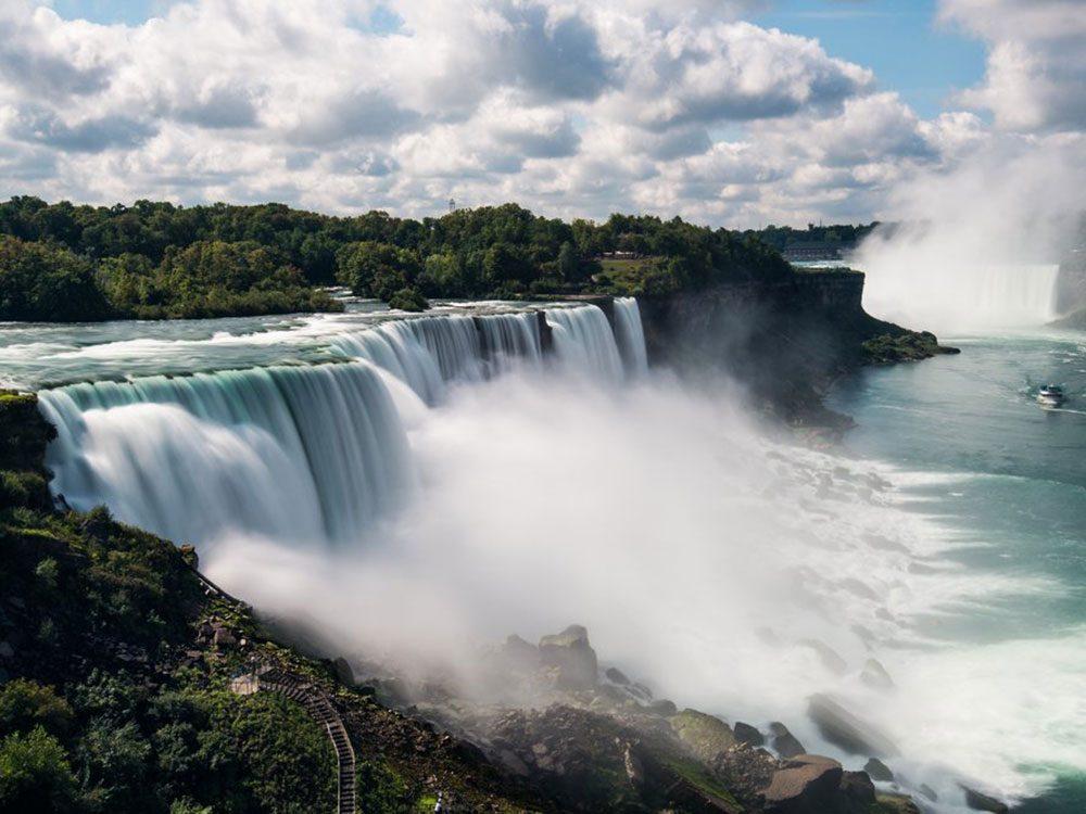 Le paradoxe du premier homme à avoir survécu aux chutes du Niagara.