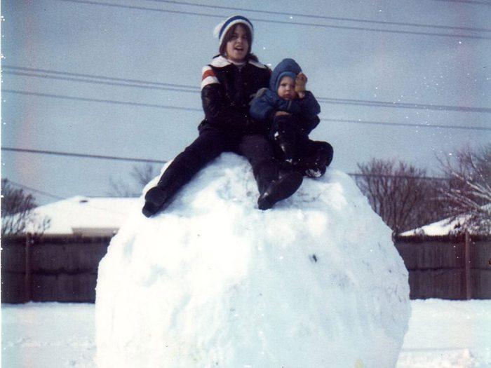Une photo historique d'une boule de neige géante.