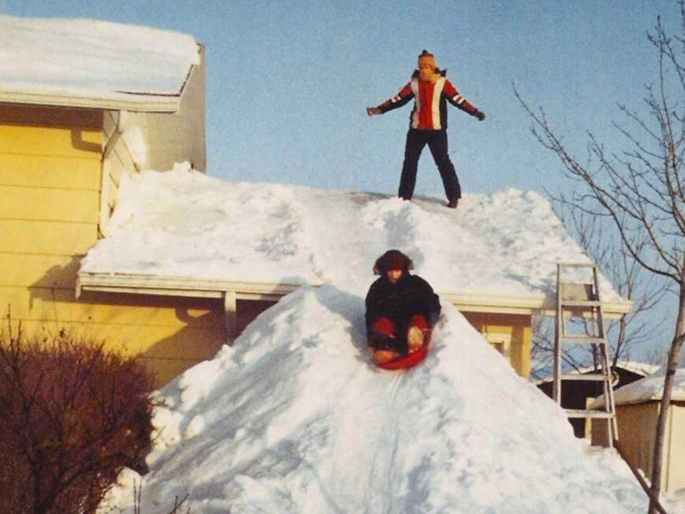 Une photo historique d'un tas de neige plutôt haut!