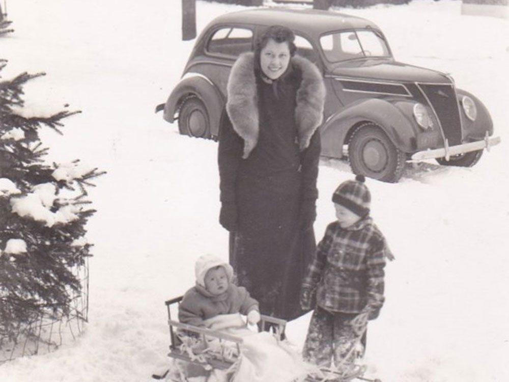 Une photo historique d'une famille durant l'hiver 1938-1939.