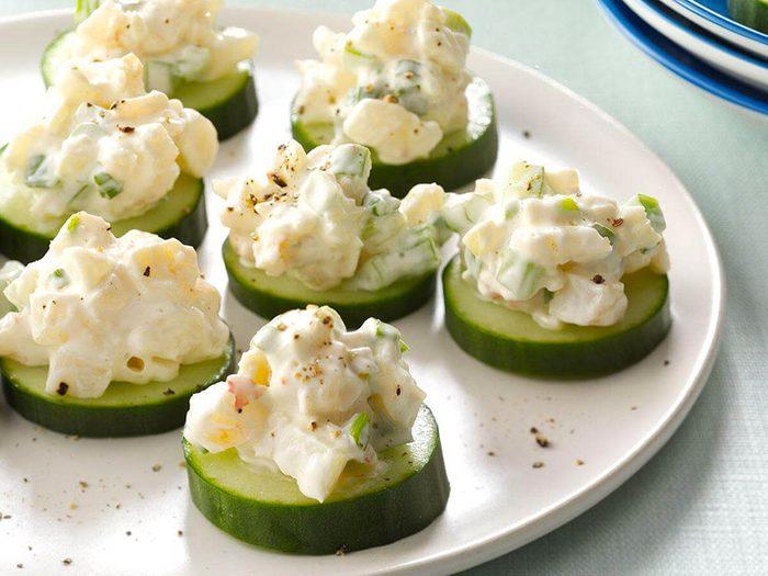 La rondelles de crevettes et de concombre est l'une des recettes vintages à ne pas faire!