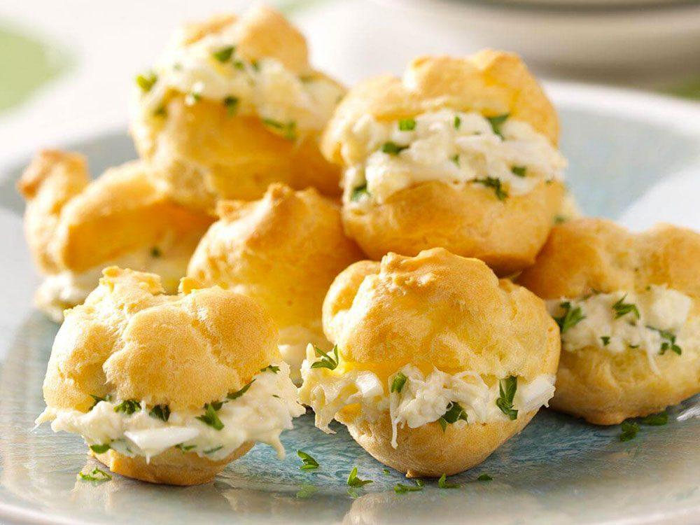 La recette de bouchées de crabe est l'une des recettes vintages à ne pas faire!