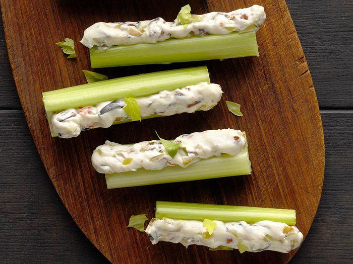 La recette de céleris farcis aux olives est l'une des recettes vintages à ne pas faire!