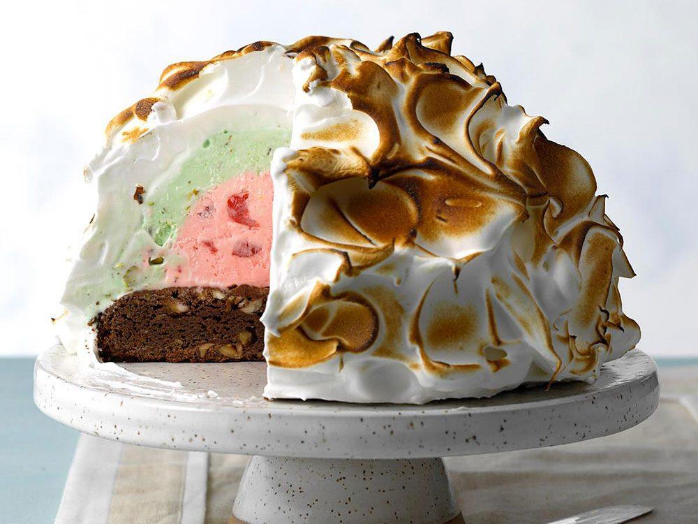 Le gâteau meringue à la crème glacée trois couleurs est l'une des recettes vintages à ne pas faire!