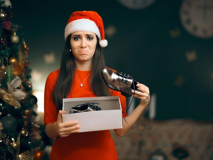 Évitez les commentaires sur les cadeaux reçus pendant le repas de Noël.