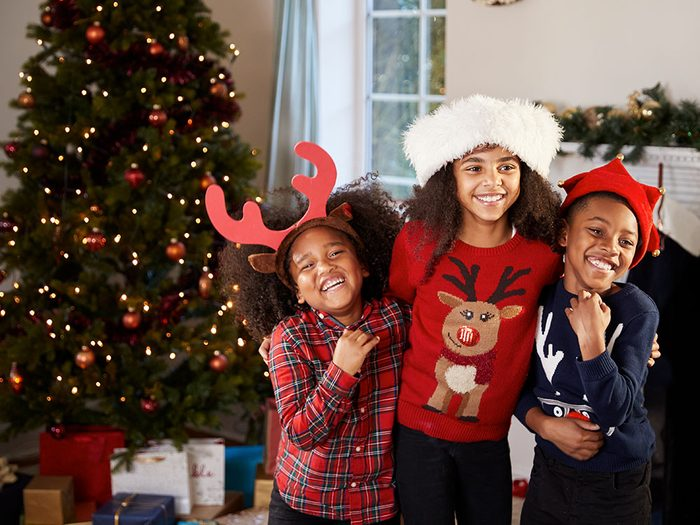 Évitez de critiquer les enfants des autres pendant le repas de Noël.